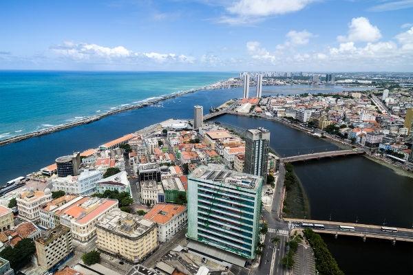 Com a invasão holandesa, a cidade de Recife foi transformada na capital de Pernambuco.