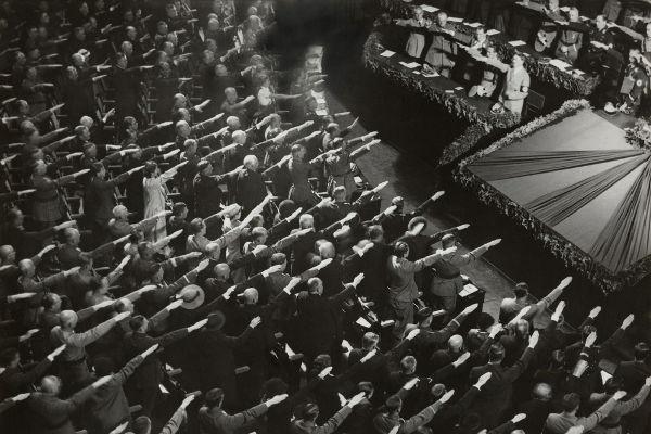 A propaganda realizada por Goebbels realizava uma exaltação contundente de Hitler, criando um culto à personalidade do líder nazista.[1]