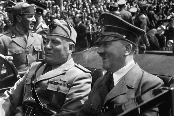 A partir da década de 1930, Hitler e Mussolini tornaram-se grandes aliados.[2]