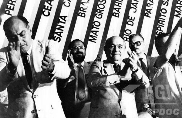 Tancredo Neves percorreu todo o país durante a campanha do Colégio Eleitoral de 1985. [1]