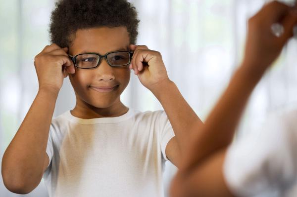 Exames de rotina são importantes para diagnosticar precocemente problemas oculares.