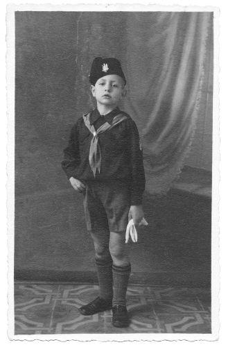 A educação na Itália fascista era marcada pela doutrinação das crianças como forma de convertê-las em fascistas quando alcançassem a idade adulta.