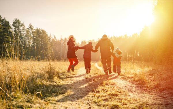 A família é a primeira instituição social com a qual o indivíduo tem contato.