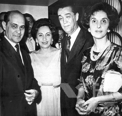 Tancredo Neves foi um dos grandes articuladores da campanha que elegeu Juscelino Kubitschek como presidente do Brasil, em 1955. [1]