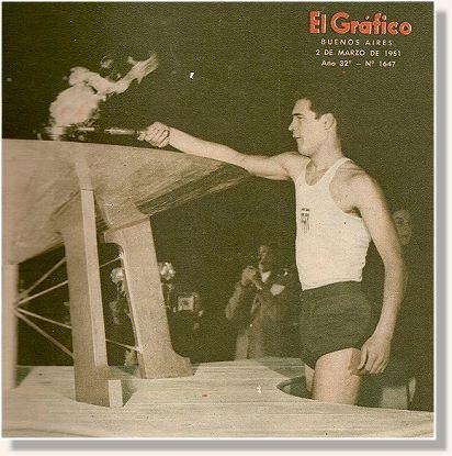 Atleta com a tocha para a realização do primeiro Pan, em Buenos Aires.