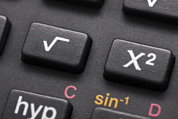 Raiz quadrada e sua operação inversa na calculadora.