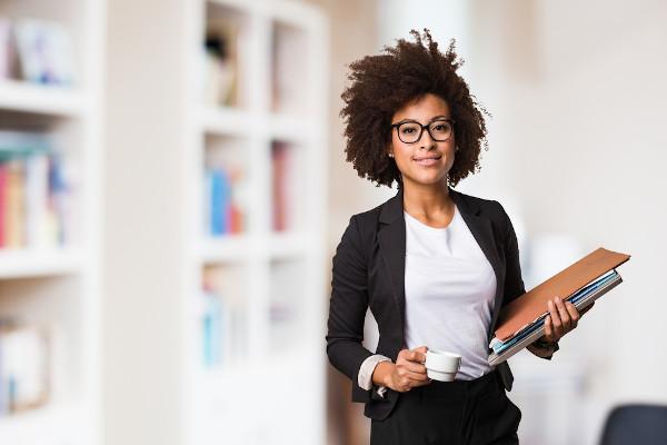 A inserção da mulher no mercado de trabalho alterou a configuração da organização social ocidental.