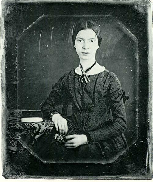 Emily Dickinson é considerada um dos cânones estadunidenses.