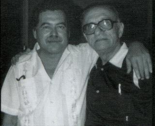 Retrato do poeta (à esquerda) com o amigo jornalista Félix de Athayde (à direita). [2]