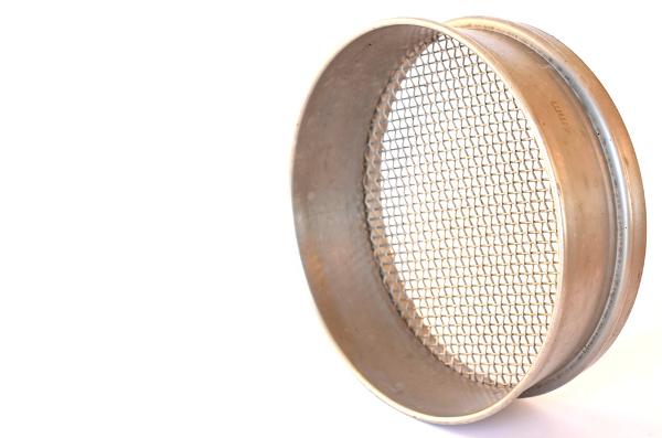 Os tamises são bastante utilizados em laboratórios e indústrias farmacêuticas para separação de misturas de materiais particulados.