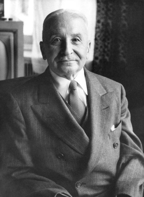 O economista Ludwig von Mises é um dos precursores do pensamento que deu origem ao neoliberalismo. [1]