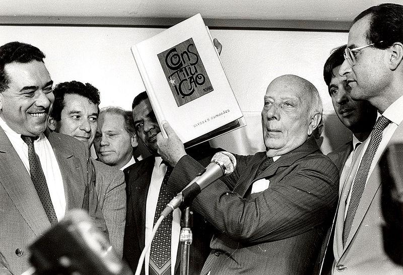 Um importante livro de análise da história política do Brasil. [1]