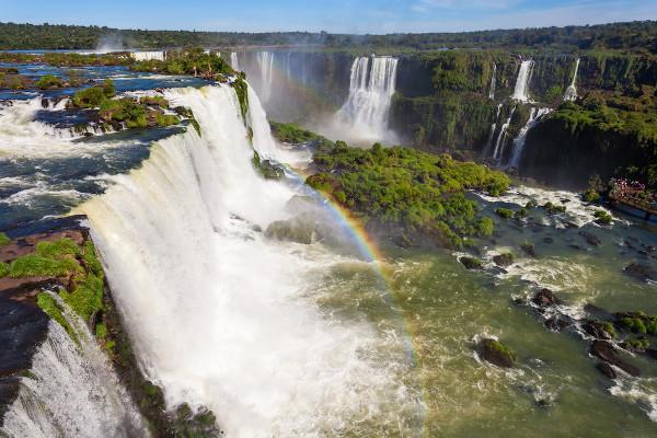 Cataratas do Iguaçu, na fronteira entre Brasil e Argentina.
