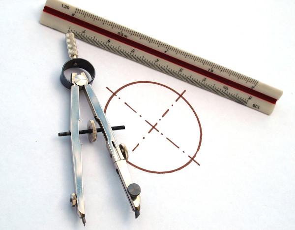 A circunferência é uma figura plana formada pela união de pontos equidistantes.