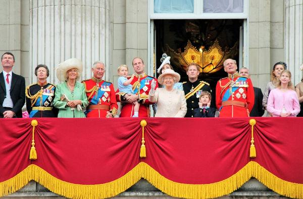 Atualmente, os três primeiros na linha de sucessão são Charles, William e George.[3]