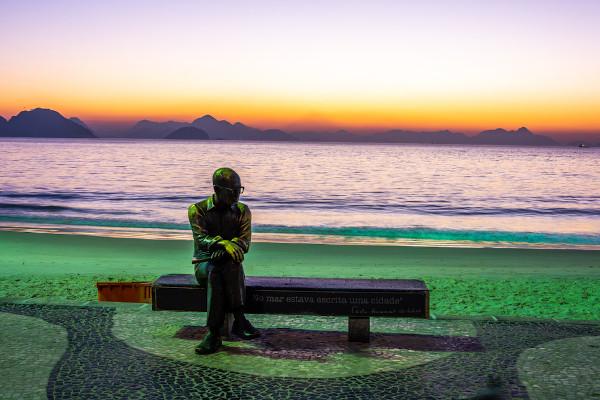 Estátua de Carlos Drummond de Andrade, no Rio de Janeiro. [1]