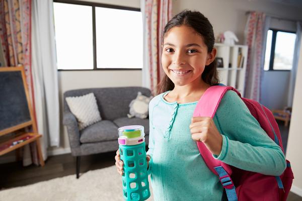Ter sua própria garrafinha para beber água e não compartilhá-la com colegas pode ajudar na prevenção de doenças.