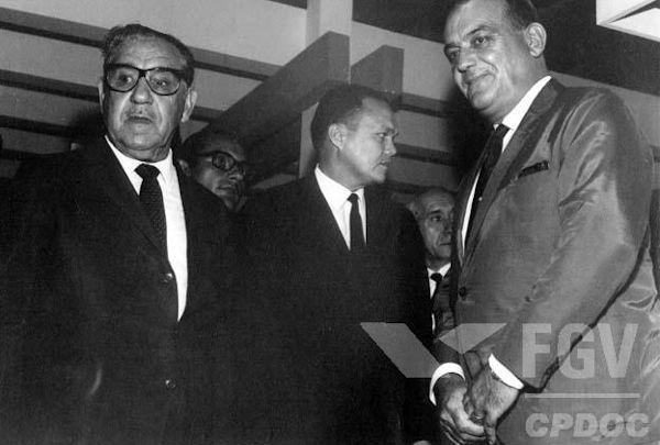 Foi no governo de Artur da Costa e Silva que se emitiu, em 13 de dezembro de 1968, o Ato Institucional nº 5.[1]
