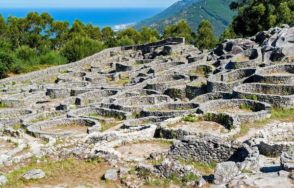 Os celtas deixaram vestígios de sua presença em diferentes locais da Europa, incluindo o norte de Espanha e Portugal, na Península Ibérica.