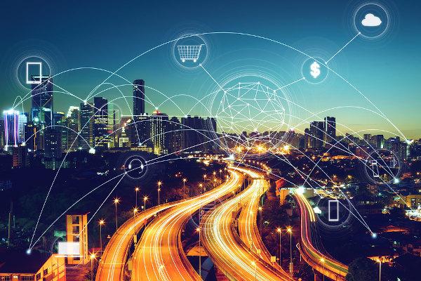 As smart cities aliam a tecnologia e o desenvolvimento sustentável com o propósito de gerar crescimento econômico e melhoria da qualidade de vida.