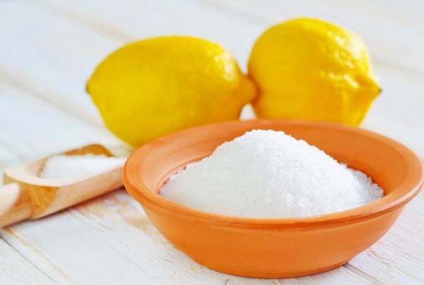 O ácido cítrico presente no limão é um composto do grupo ácido carboxílico.