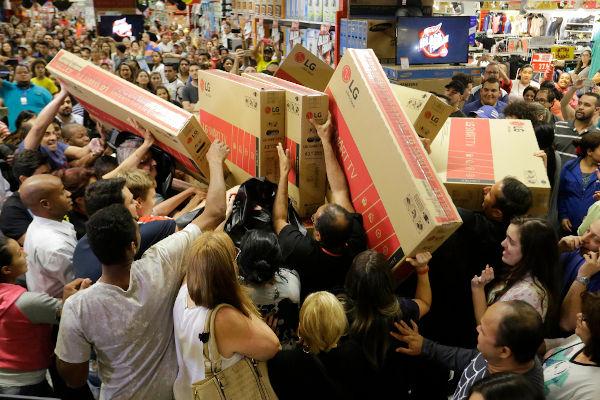 A Black Friday chegou ao Brasil em 2010 e atualmente é uma das principais datas do ano para os lojistas.[1]