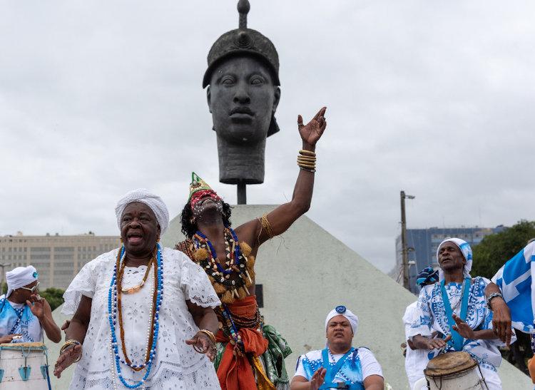 Zumbi dos Palmares é uma figura representativa para a Consciência Negra por simbolizar luta e resistência. [1]