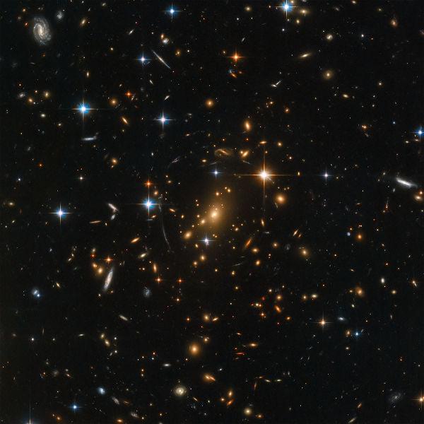 """Se a matéria escura existe, não existem espaços """"vazios"""" como observamos na imagem."""