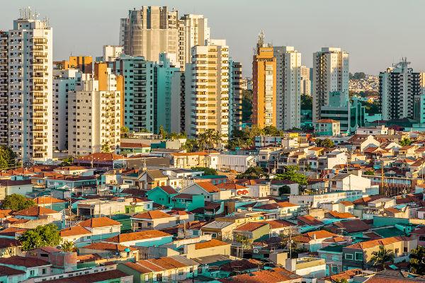 As cidades são um exemplo de espaço geográfico.