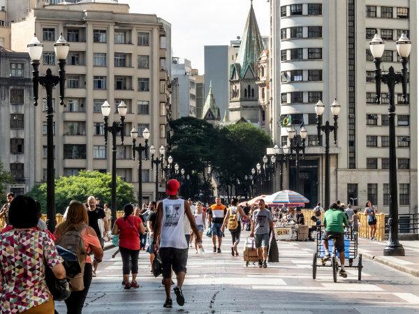 São Paulo é a cidade mais populosa do Brasil. O país é o sexto em população no mundo. [2]