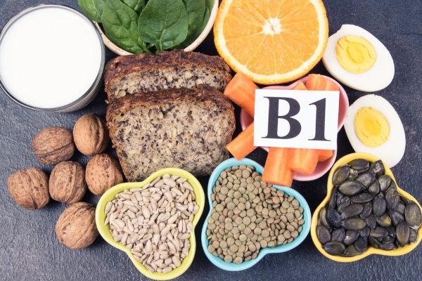 Uma alimentação rica em vitamina B1 evita o desenvolvimento do beribéri.