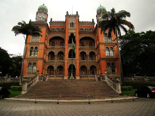 Arquitetura do Castelo da Fiocruz é no estilo neomourisco. [1]