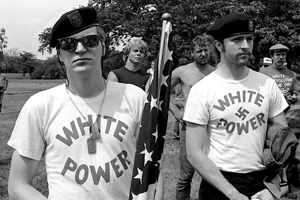Os supremacistas acreditam na falsa ideia de que o homem branco é naturalmente superior.[1]