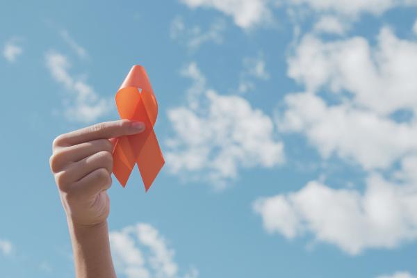 O Agosto Laranja é uma campanha de conscientização a respeito da esclerose múltipla.