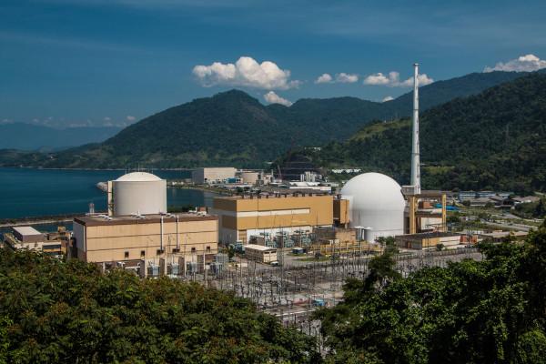 Usina nuclear de Angra dos Reis, única do Brasil.