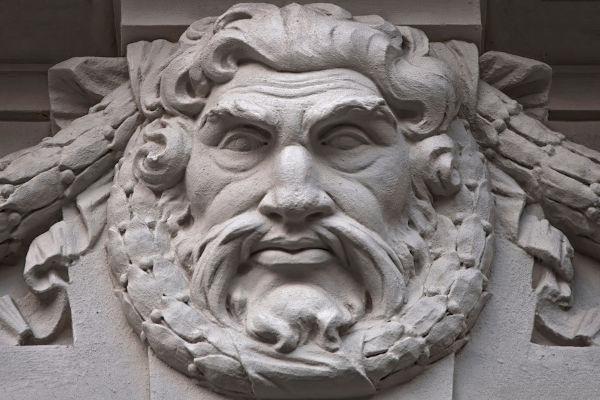 Cronos foi desafiado por Zeus, seu filho.