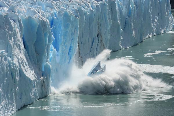 Parte de geleira sofrendo degelo