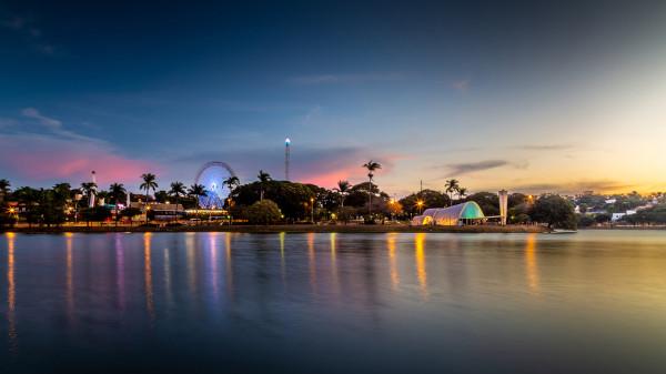 Pôr do sol na Lagoa da Pampulha, em Belo Horizonte.