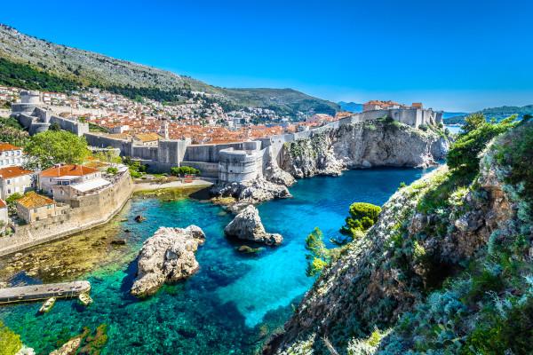Famosa paisagem de Dubrovnik, no litoral da Croácia.
