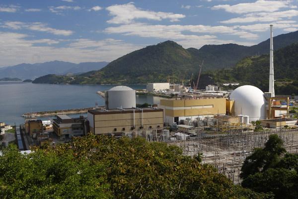 Usina Nuclear de Angra dos Reis, localizada no município de mesmo nome, no Rio de Janeiro.