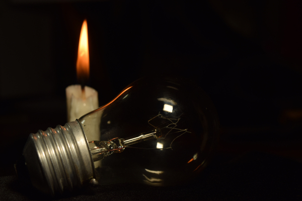A crise energética que acometeu o Brasil (entre 2001 e 2002) levou ao racionamento de energia que ficou conhecido como apagão de 2001.