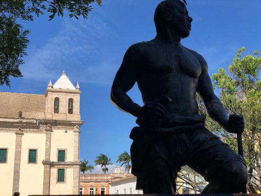Zumbi dos Palmares foi líder do Quilombo dos Palmares, entre 1678 e 1694, e acabou sendo emboscado e morto pelos portugueses, em 1695.