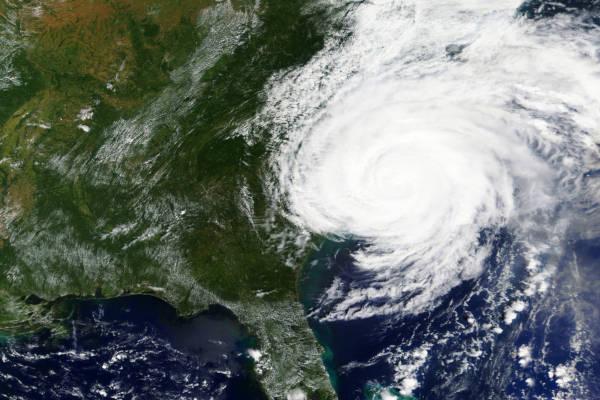 Furacão são tempestades tropicais que se formam sobre o oceano.