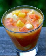 Salada de frutas com suco de laranja (vitamina C como agente redutor)