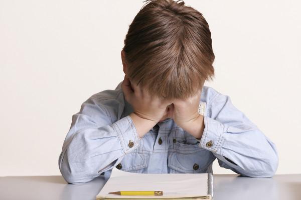 Muitas vezes a dificuldade escolar está atrelada a habilidades, como paciência e persistência, que precisam ser desenvolvidas em casa.
