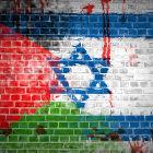 Muro pintado com bandeiras de Israel e Palestina