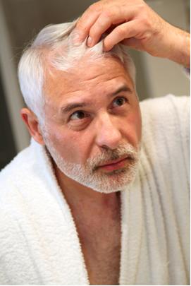 Muitos pintam os cabelos brancos