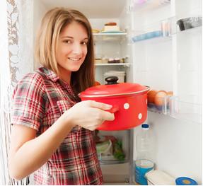 Guarde as sobras de comida na geladeira e consuma em no máximo 4 dias