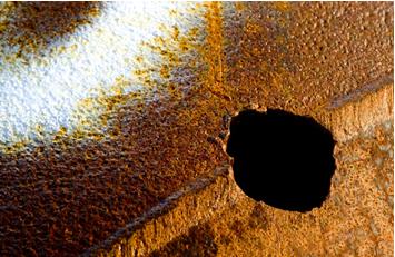 Corrosão eletrolítica em tubulação provocada por corrente de fuga