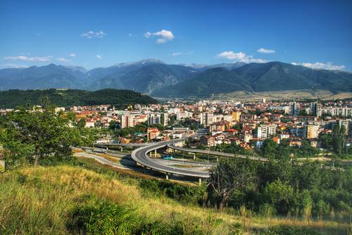 Um município pode conter uma ou mais cidades